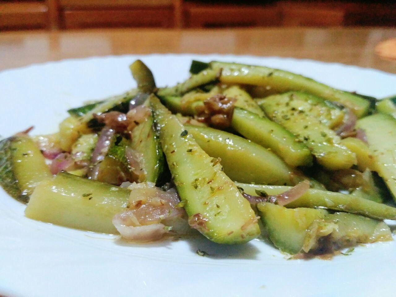 Bastoncini di zucchine in padella