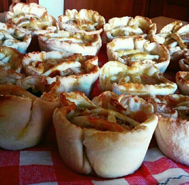 Cena tra amici: mini - quiche con zucchine e pancetta