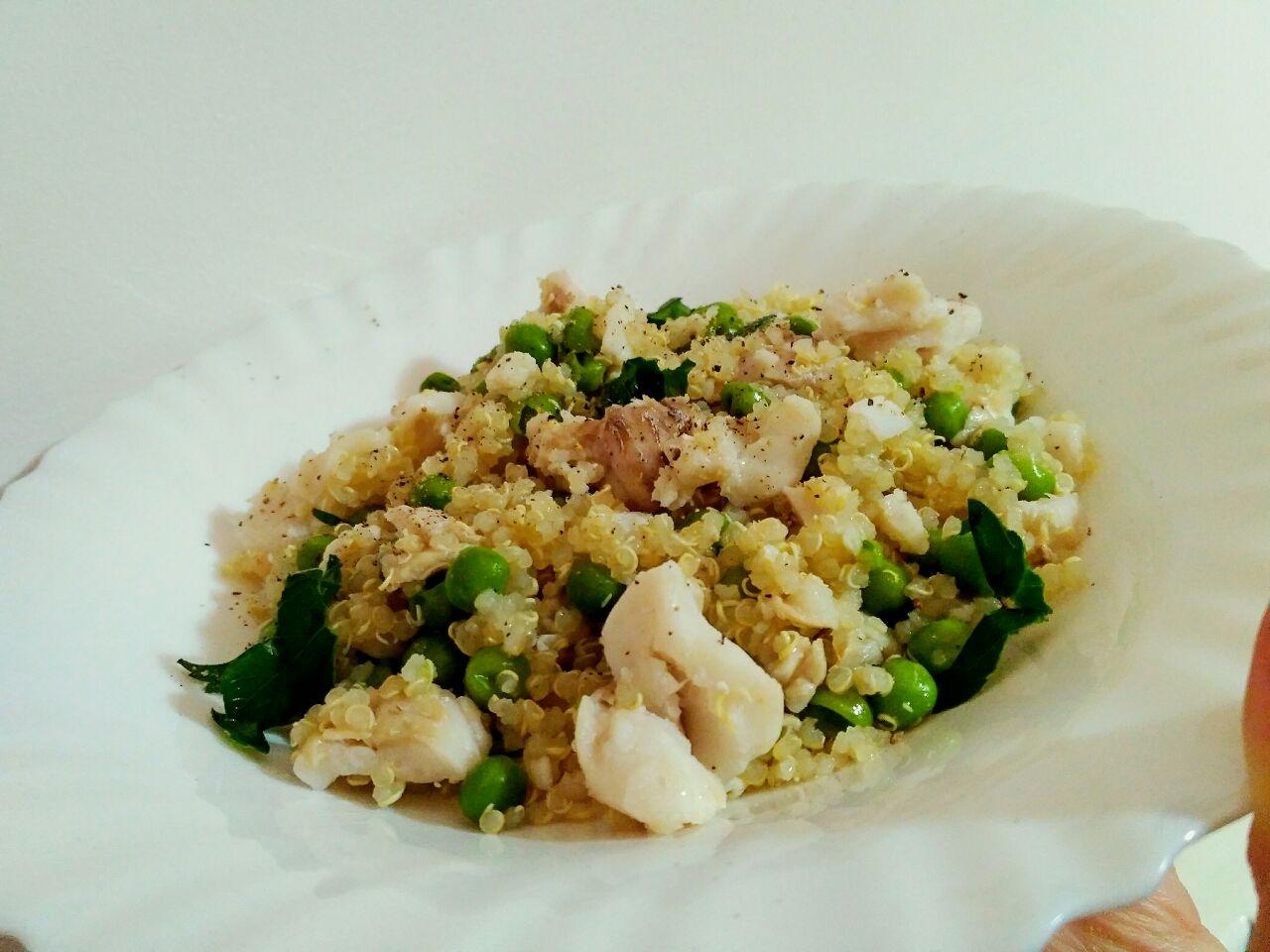 Quinoa con merluzzo e piselli verdi: leggera e gluten-free