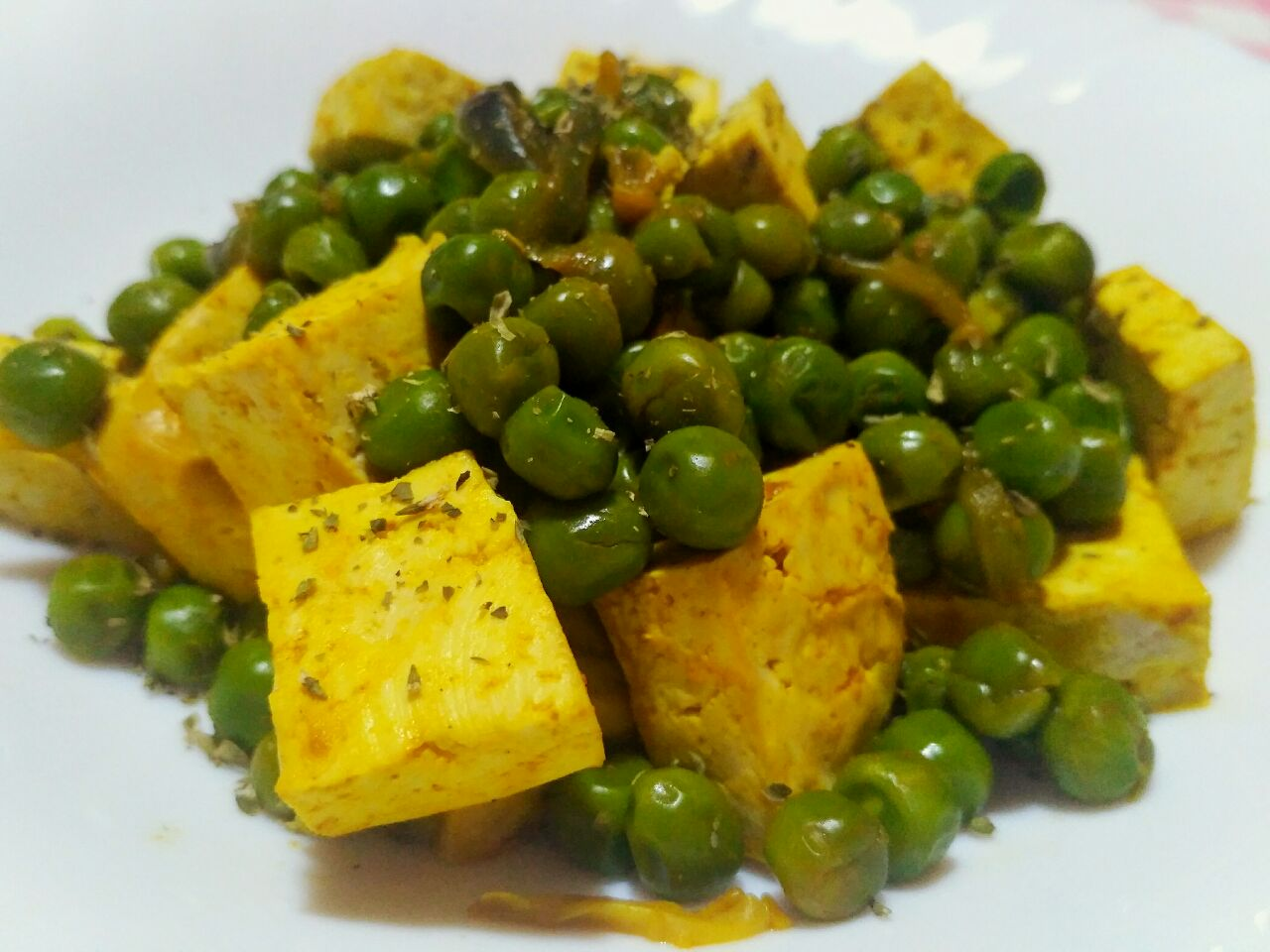 Ricette vegane: tofu al curry con piselli verdi!