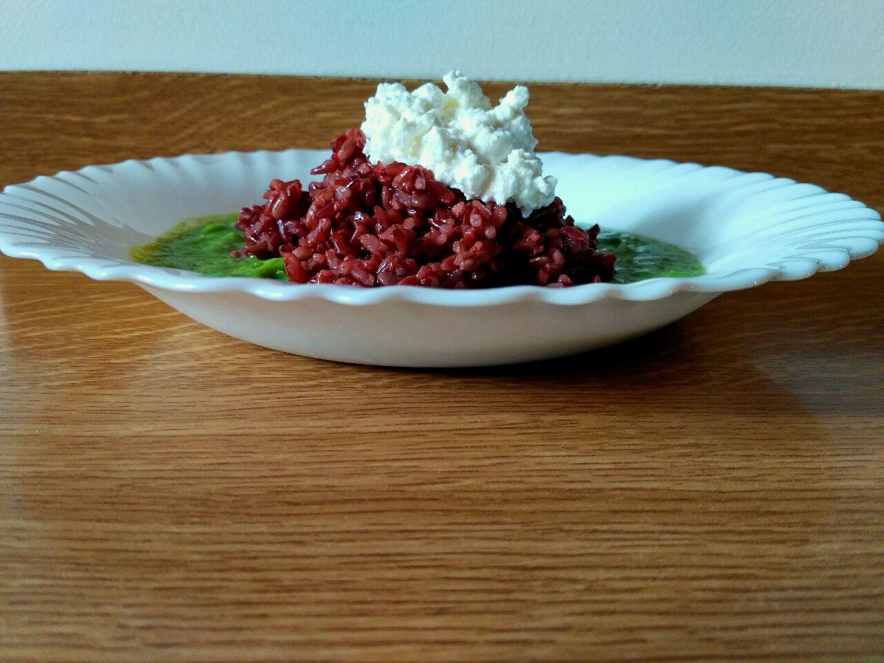 Piatto unico gluten free: riso rosso integrale, piselli verdi e fiocchi di latte!