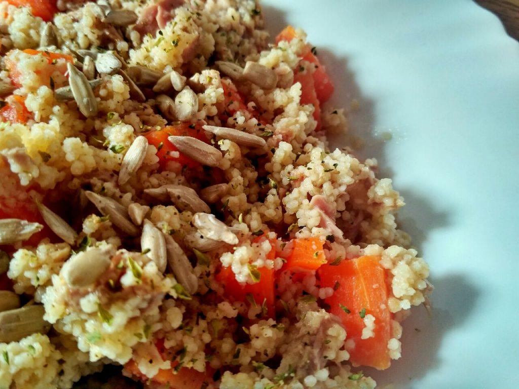 Piatti unici primaverili: cous cous con carote, semi di girasole e tonno!