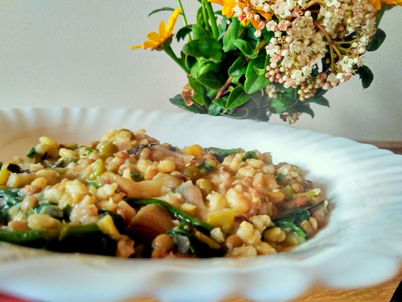 Ricette vegetariane: zuppa di cereali e legumi con spinaci e radicchio!