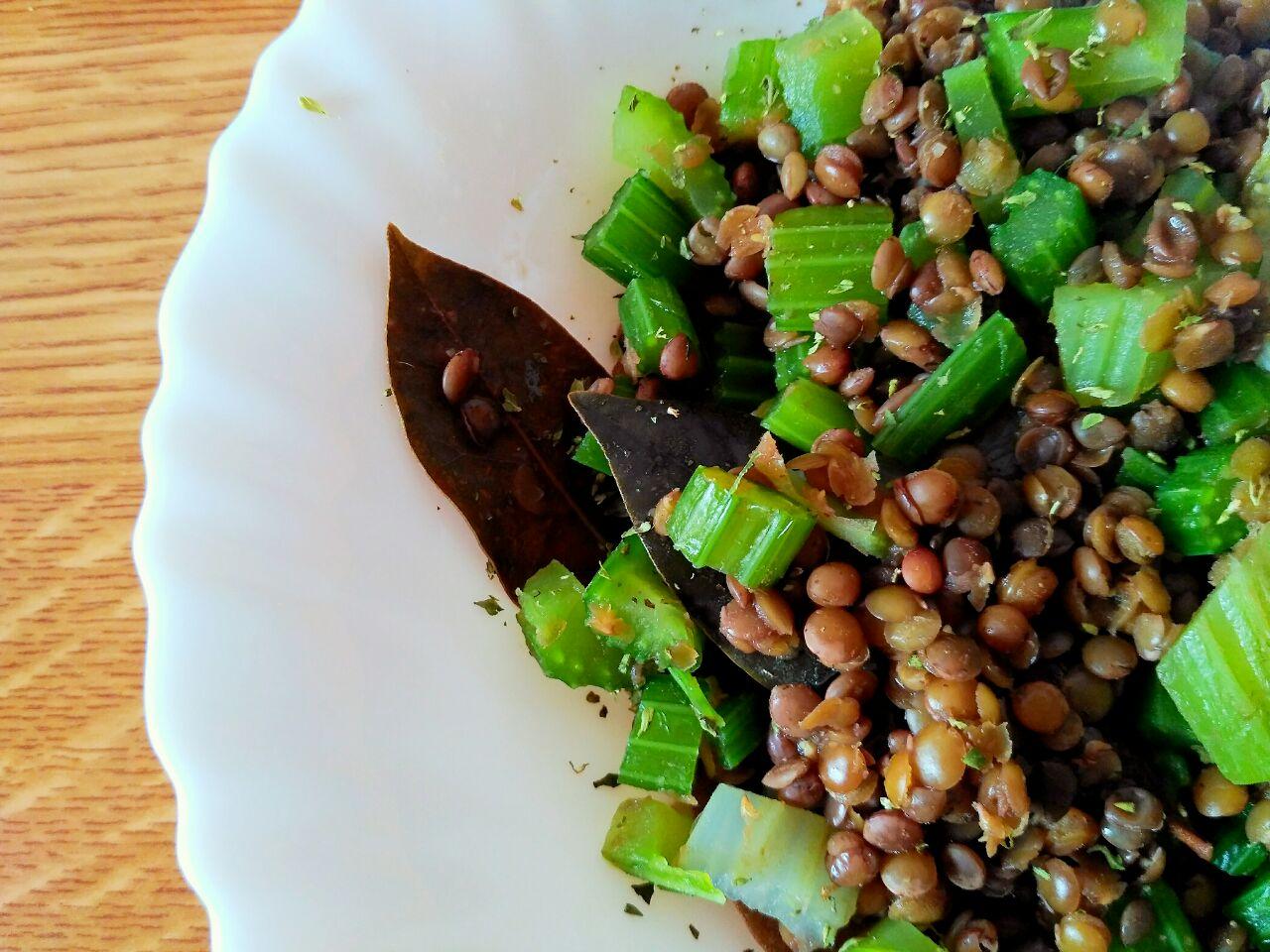 Ricette a base di legumi: lenticchie saporite con sedano!