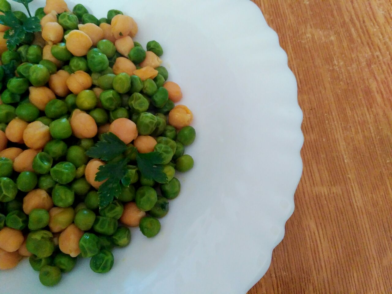 Ricette vegetariane: insalata di ceci e piselli verdi!