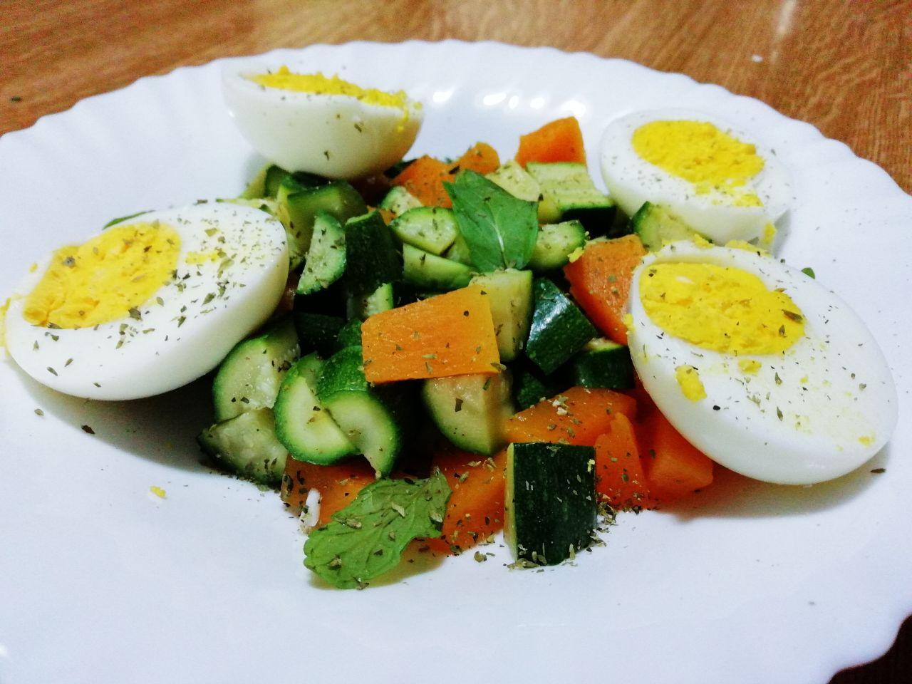Ricette primaverili: insalata di zucca, zucchine e uova sode!