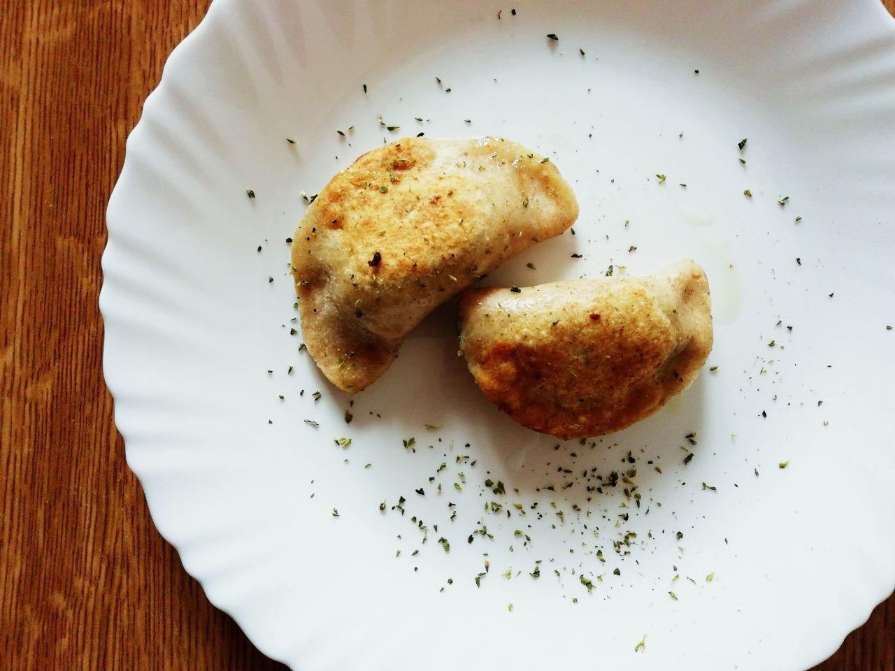 Antipasti vegetariani: calzoncini di bietole in padella, senza uova e senza formaggio!