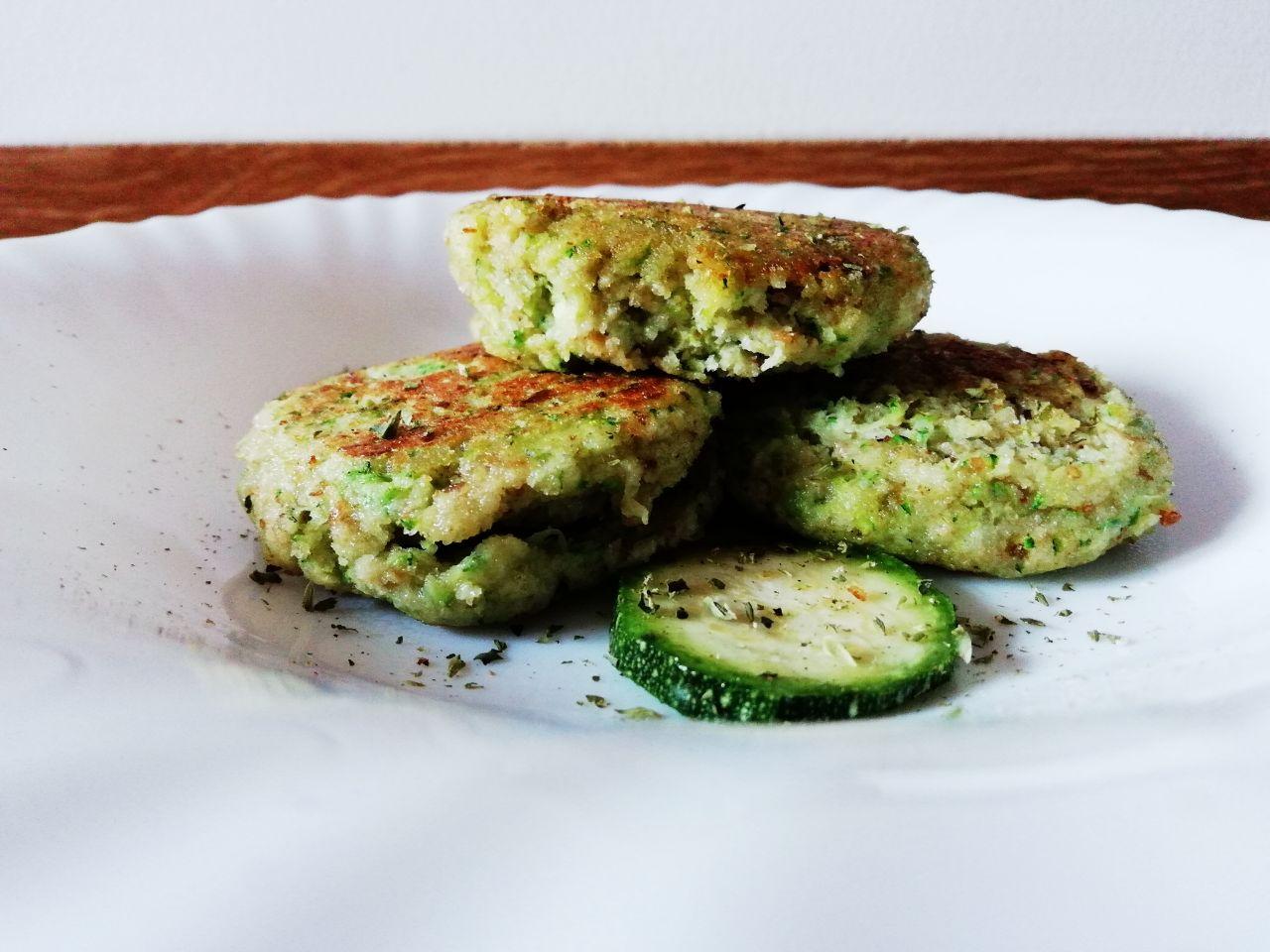 Antipasti veloci: mini burger di zucchine e albume, senza formaggio!