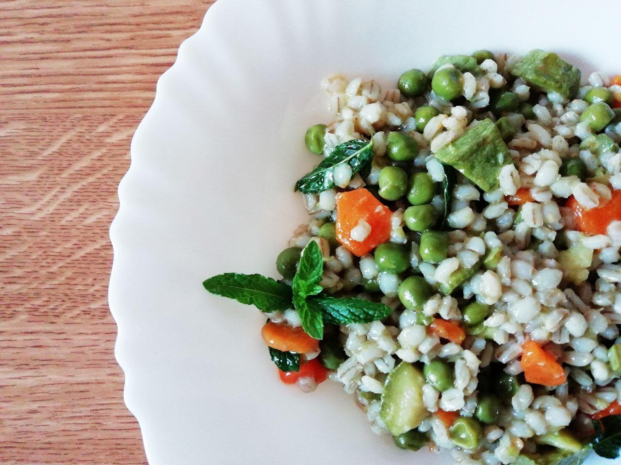 Primi piatti vegetariani: orzo perlato alle verdure primaverili!
