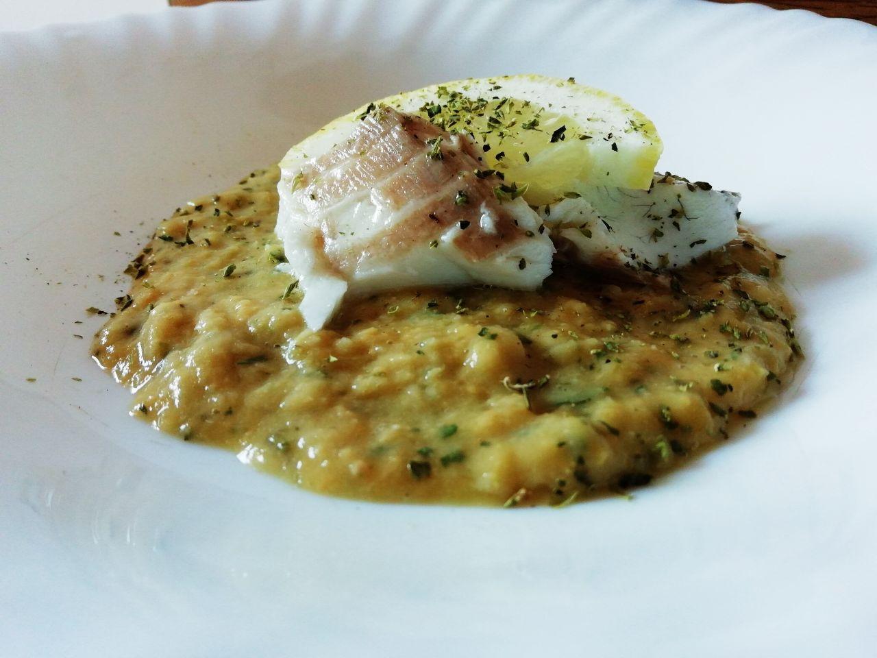 Secondi piatti a base di pesce: filetto di orata su crema di ceci al limone!