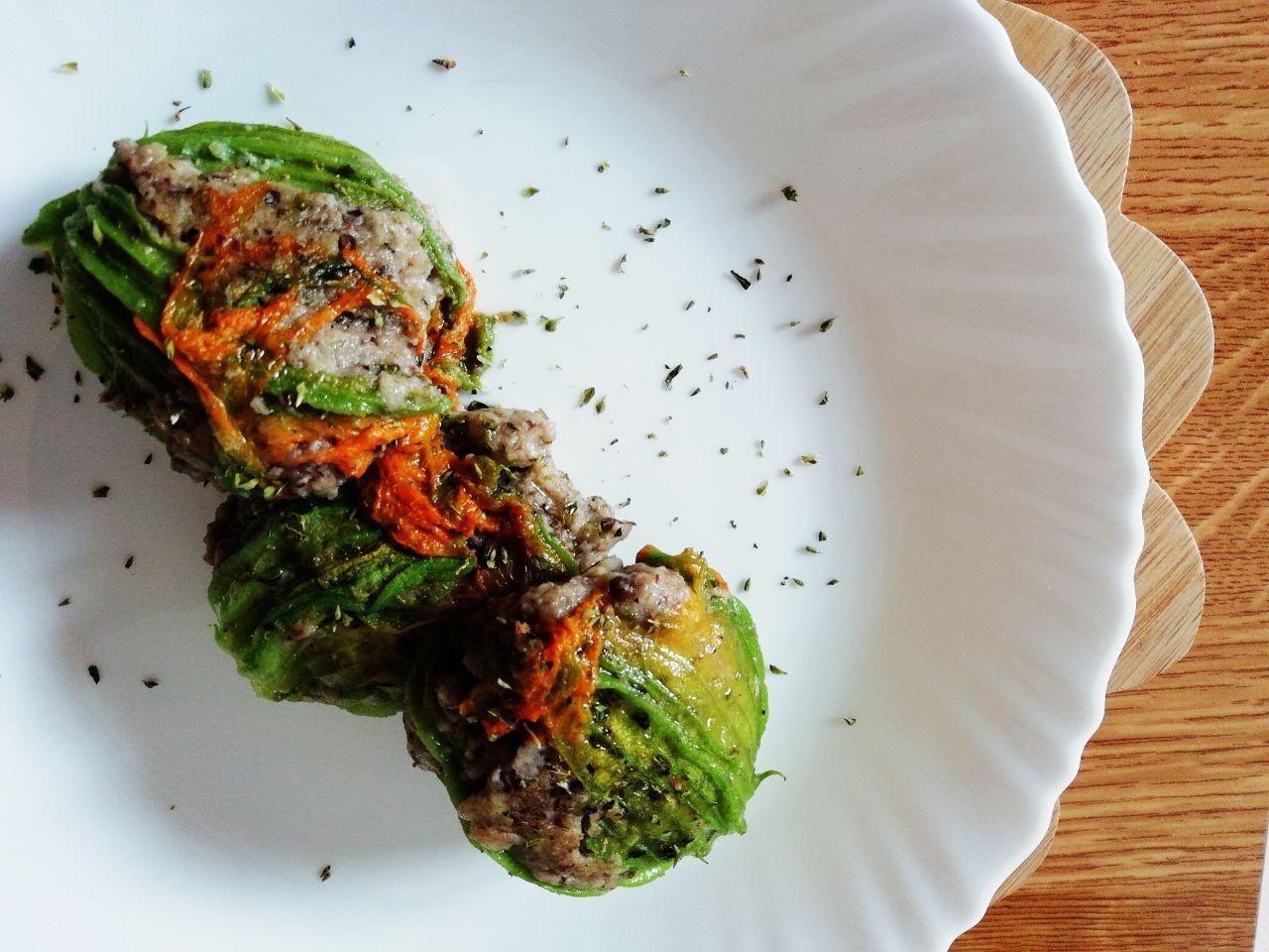Ricette del riciclo: fiori di zucchina ripieni con legumi, senza formaggio!