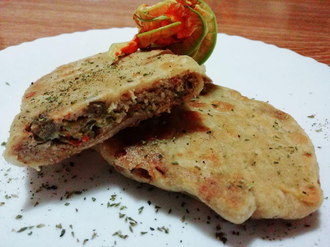 Antipasti primaverili: strudel salato ai fiori di zucchina, senza formaggio e senza burro!