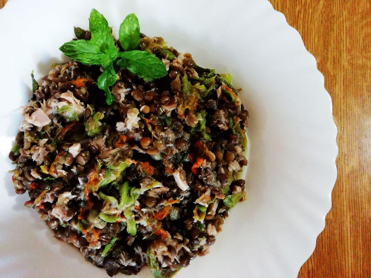 Ricette primaverili: insalata di lenticchie con fiori di zucchina e tonno!