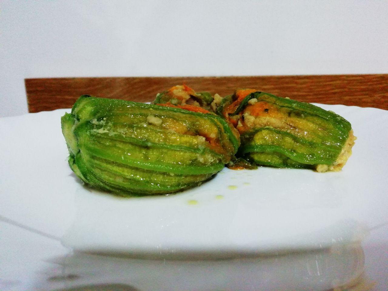 Ricette del riciclo: fiori di zucchina ripieni con mix di verdure!