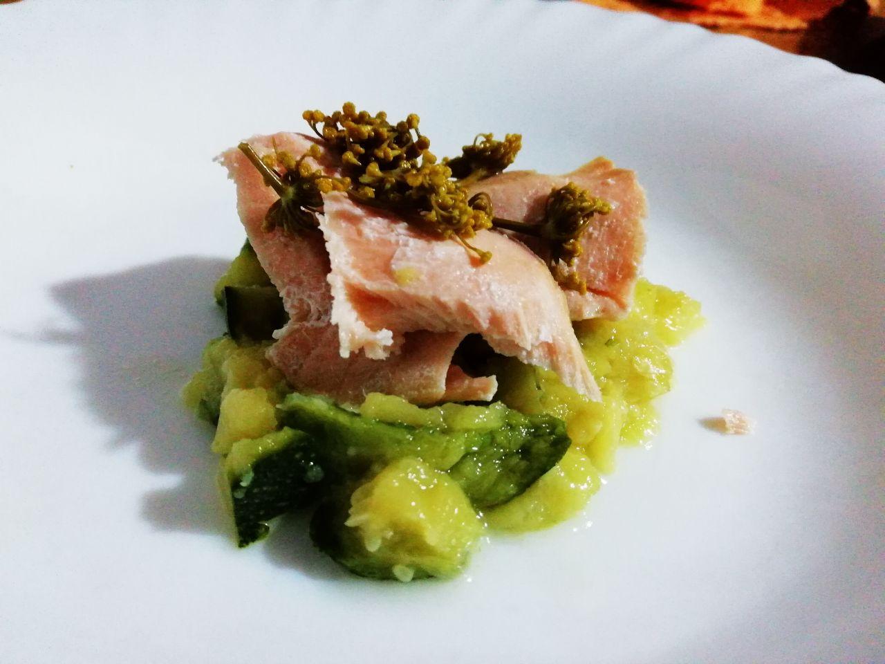 Antipasti a base di pesce: filetto di salmone su purea di zucchine!