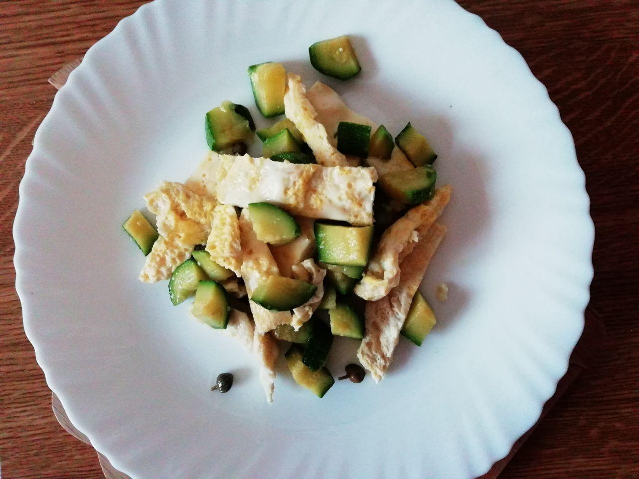 Piatti leggeri: tagliatelle di frittata alle zucchine!