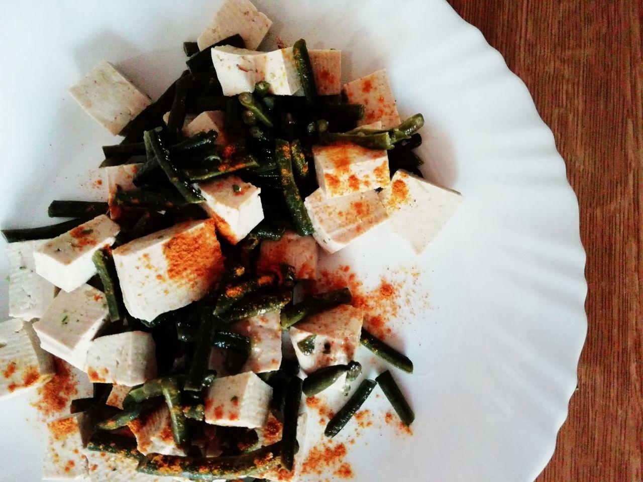 Insalate estive: di tofu con fagiolini e alla curcuma!