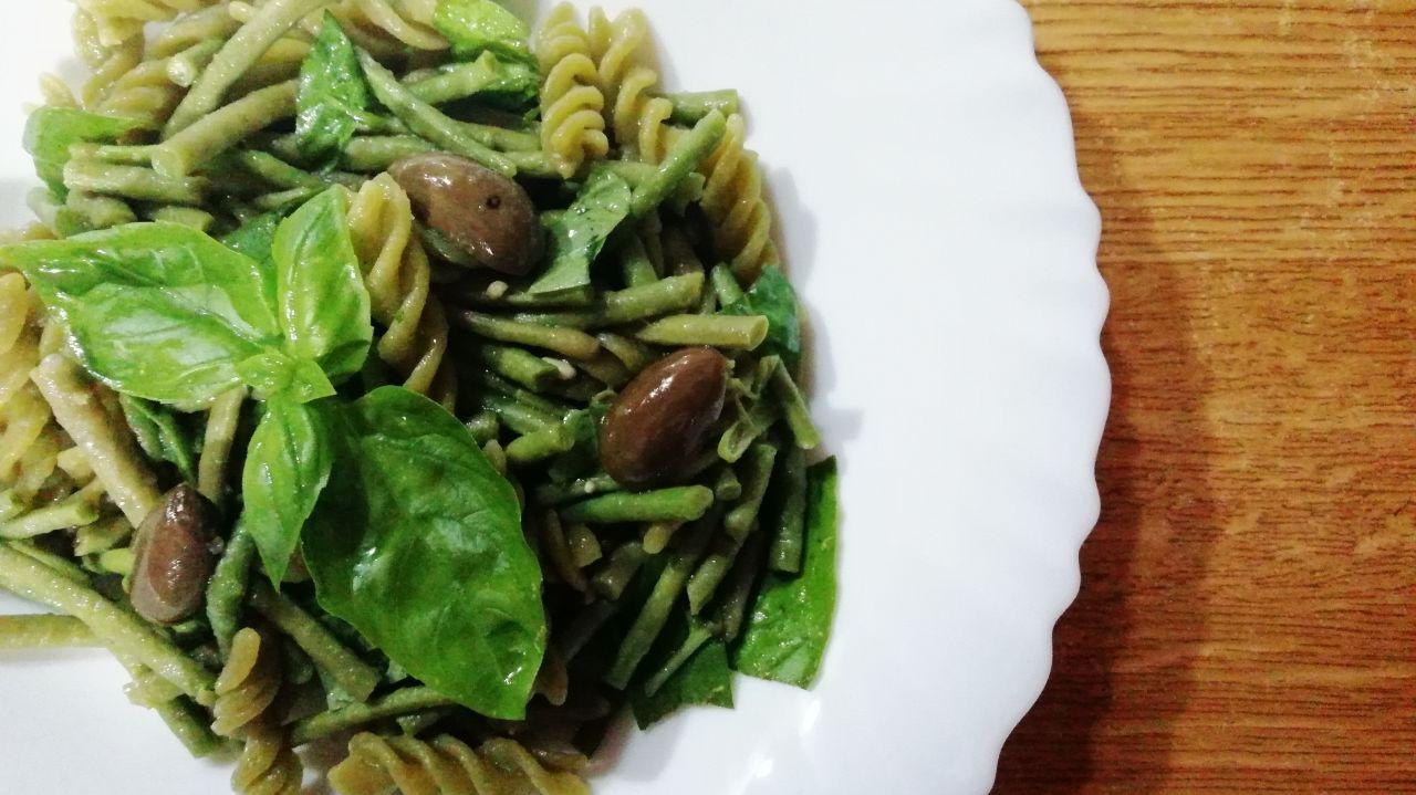 Primi piatti leggeri: fusilli di piselli verdi con fagiolini, senza burro e senza formaggio!