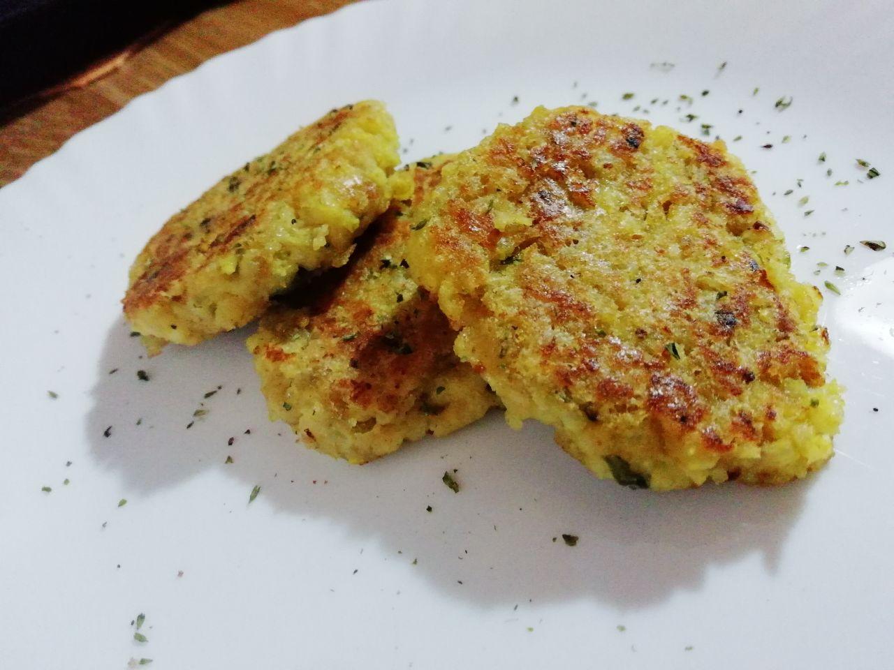 Antipasti estivi: crocchette di miglio in padella, senza uova e senza formaggio!