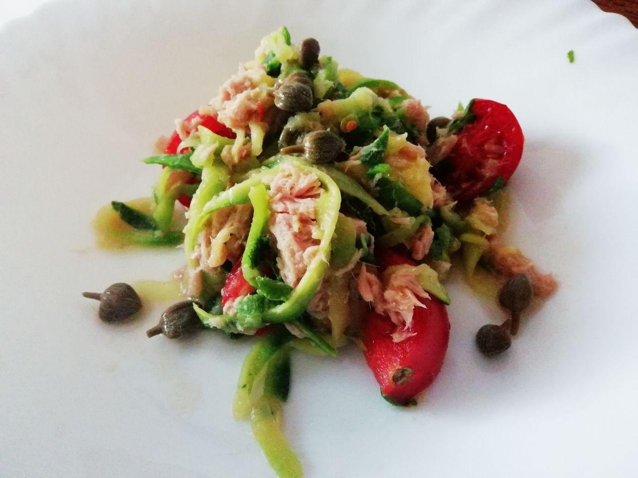 Piatti unici estivi: spaghetti di zucchine al tonno, senza formaggio!