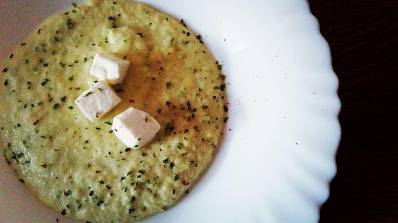 Ricette estive economiche: crema di zucchine e feta greca alla menta!