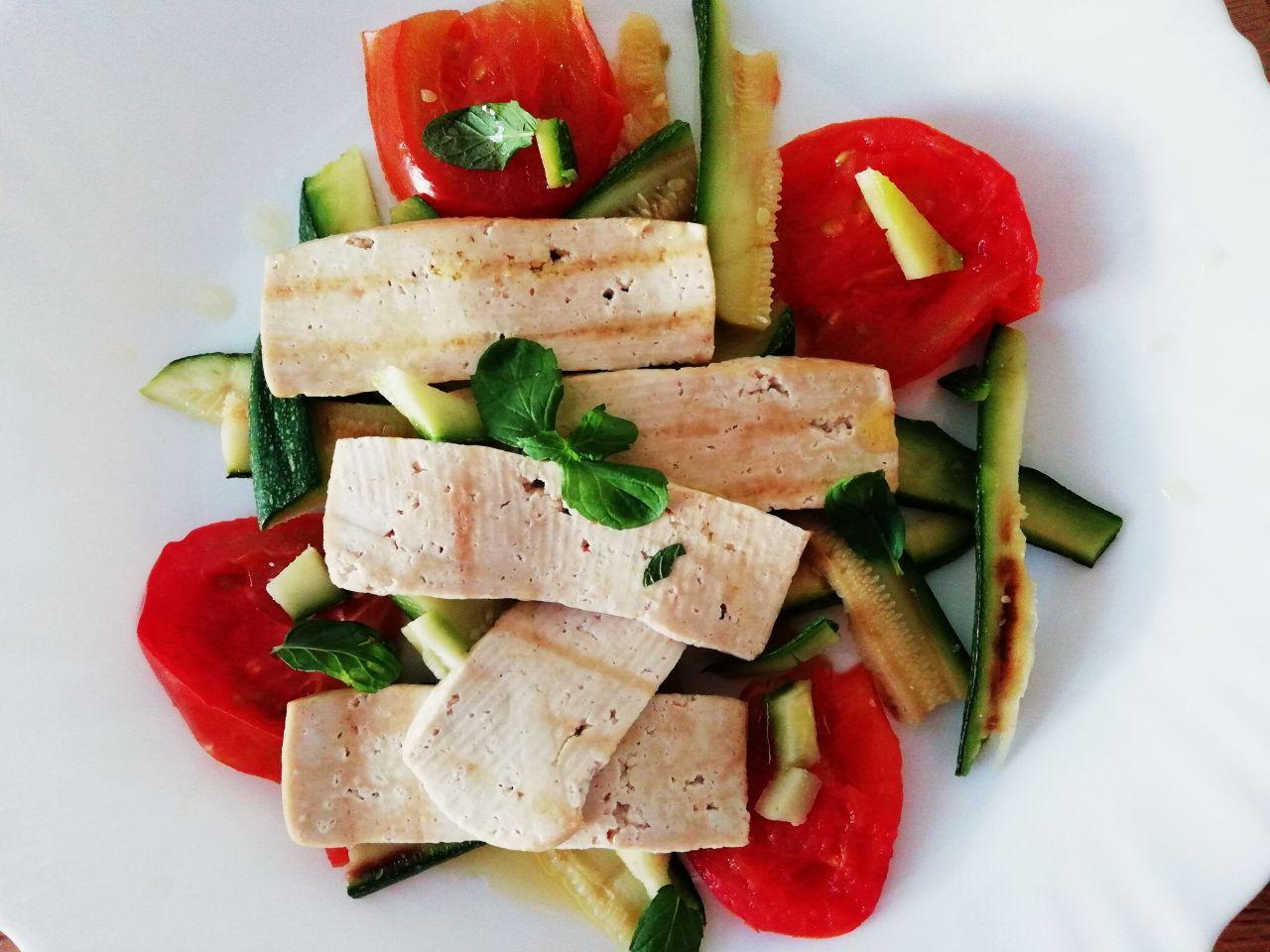 Piatti unici leggeri e senza glutine: verdure e tofu alla griglia!