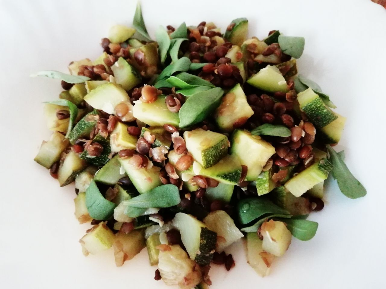 Ricette a base di legumi: lenticchie con zucchine e portulaca, economiche e leggere!