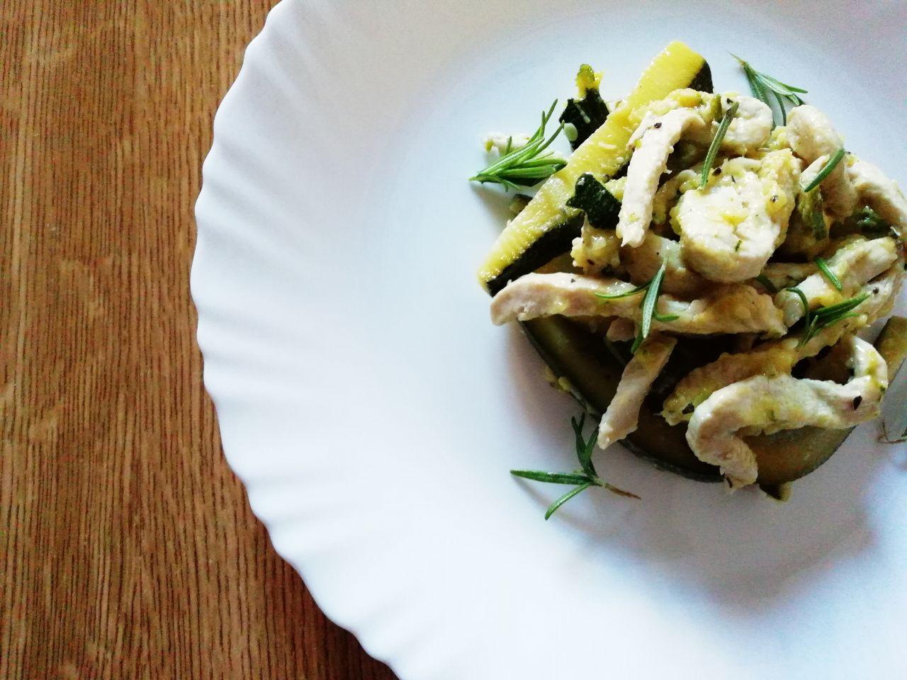 Secondi piatti a base di carne: petti di pollo e zucchine!