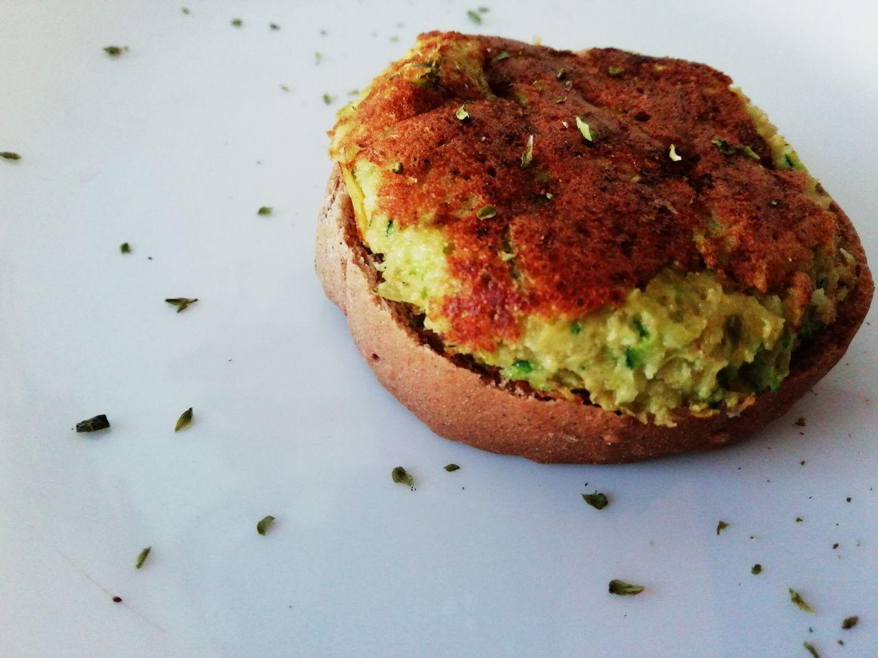 Finger food: mini - omelette di zucchine, capperi e pomodorini!