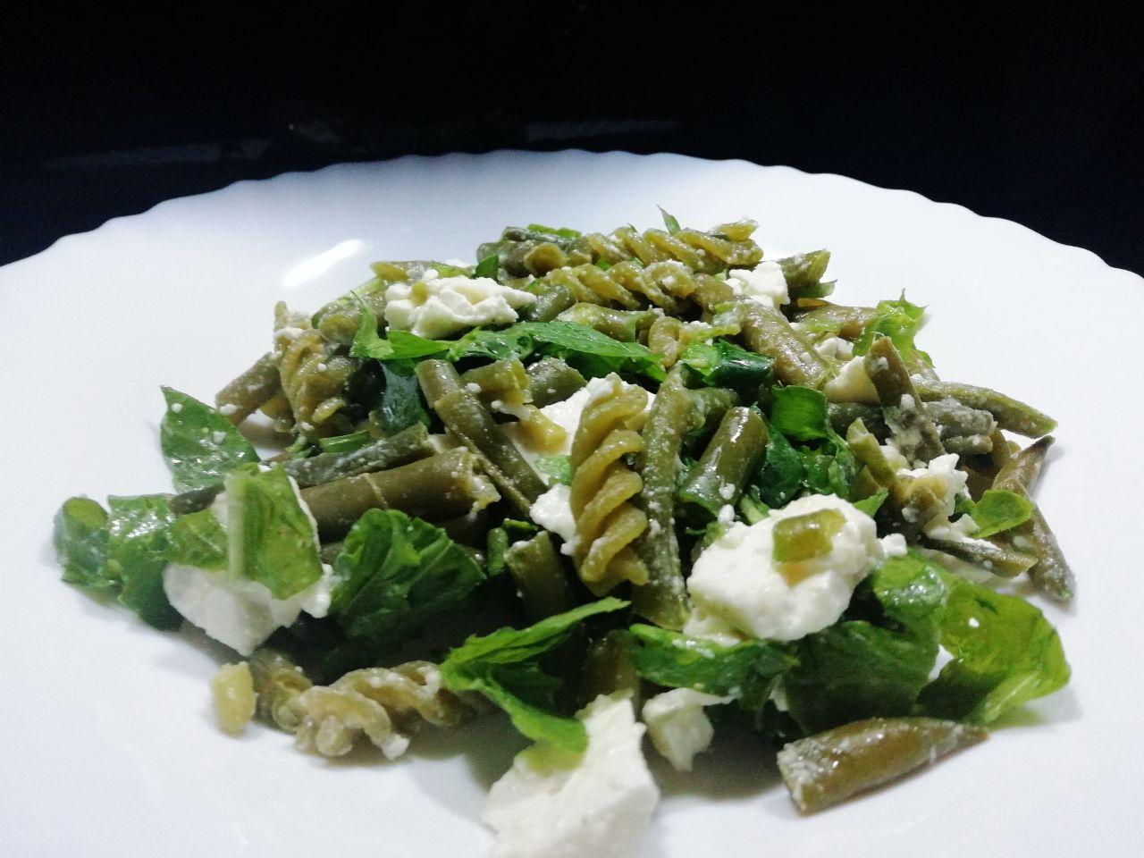 Primi piatti estivi: pasta di piselli con fagiolini e feta greca!