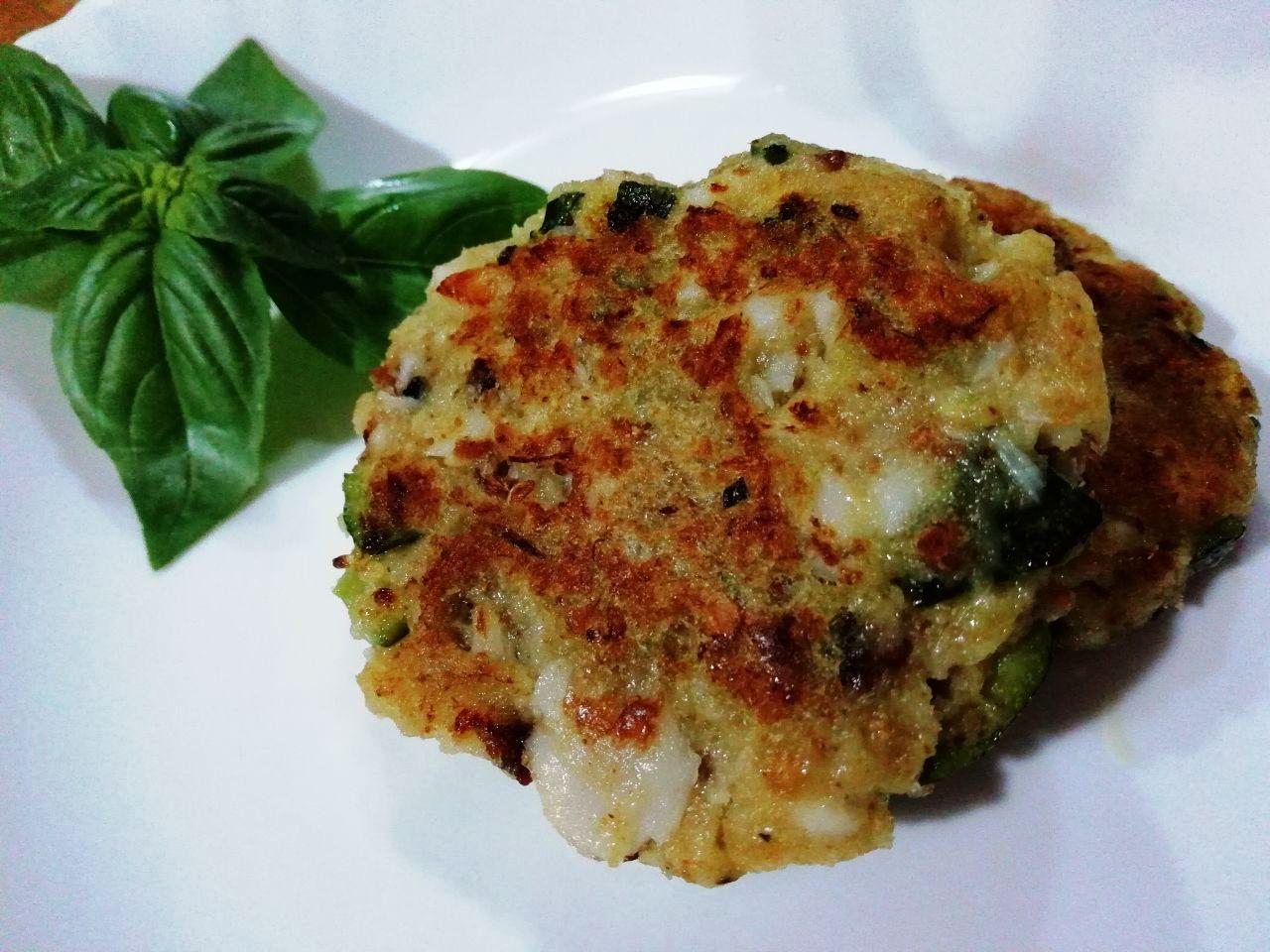 Antipasti a base di pesce: schiacciatine di merluzzo in padella!