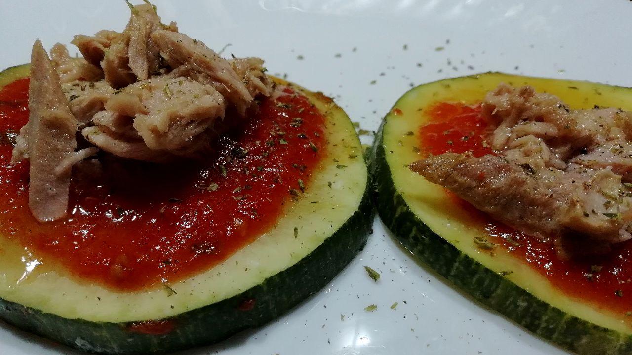 Antipasti di verdure: pizzette di zucchine e tonno light!