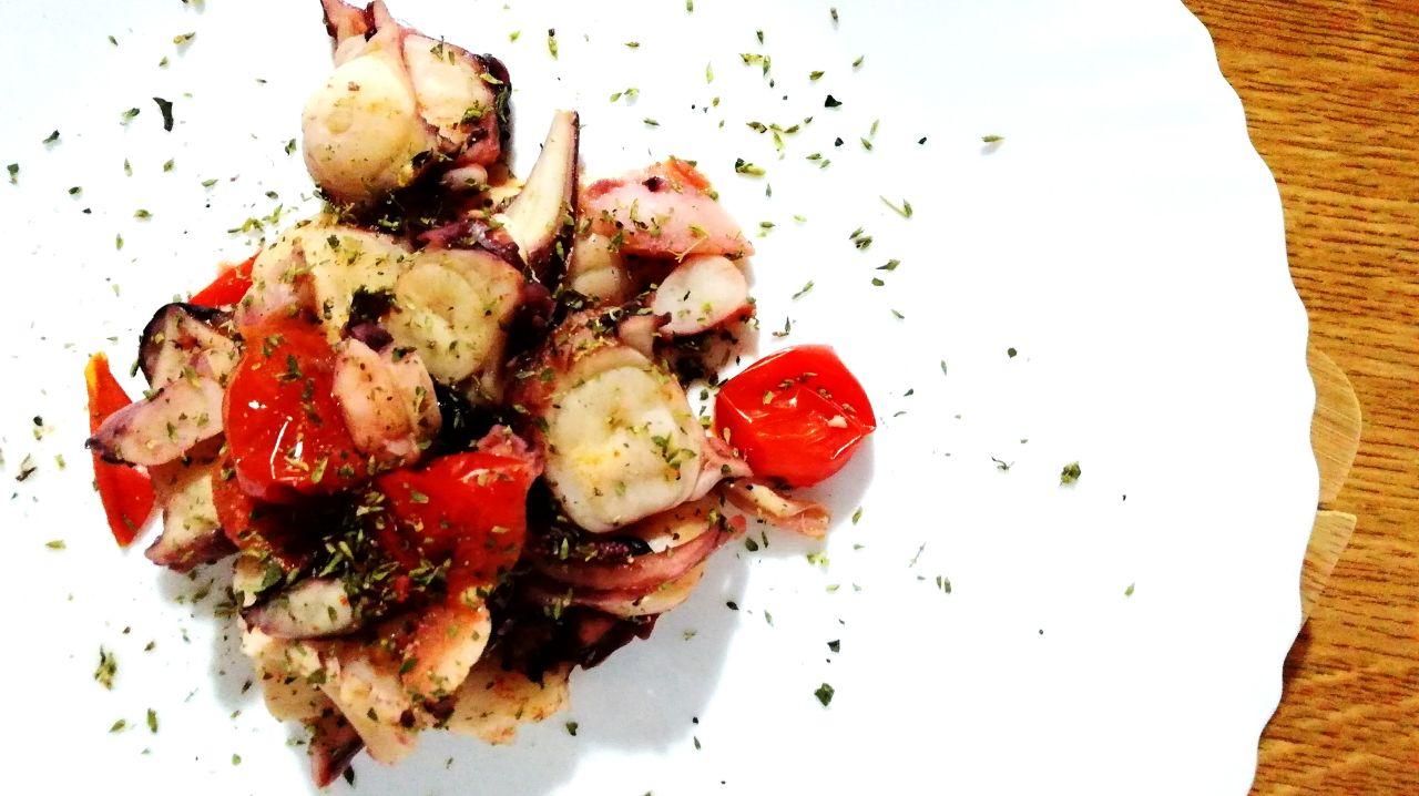 Secondi piatti a base di pesce: totano in padella con pomodorini!