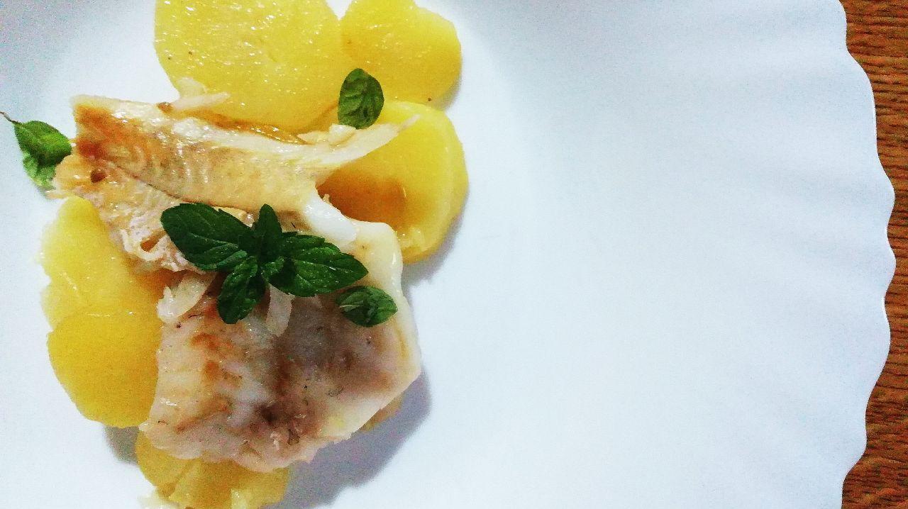 Secondi piatti a base di pesce: merluzzo con le patate al vino bianco!