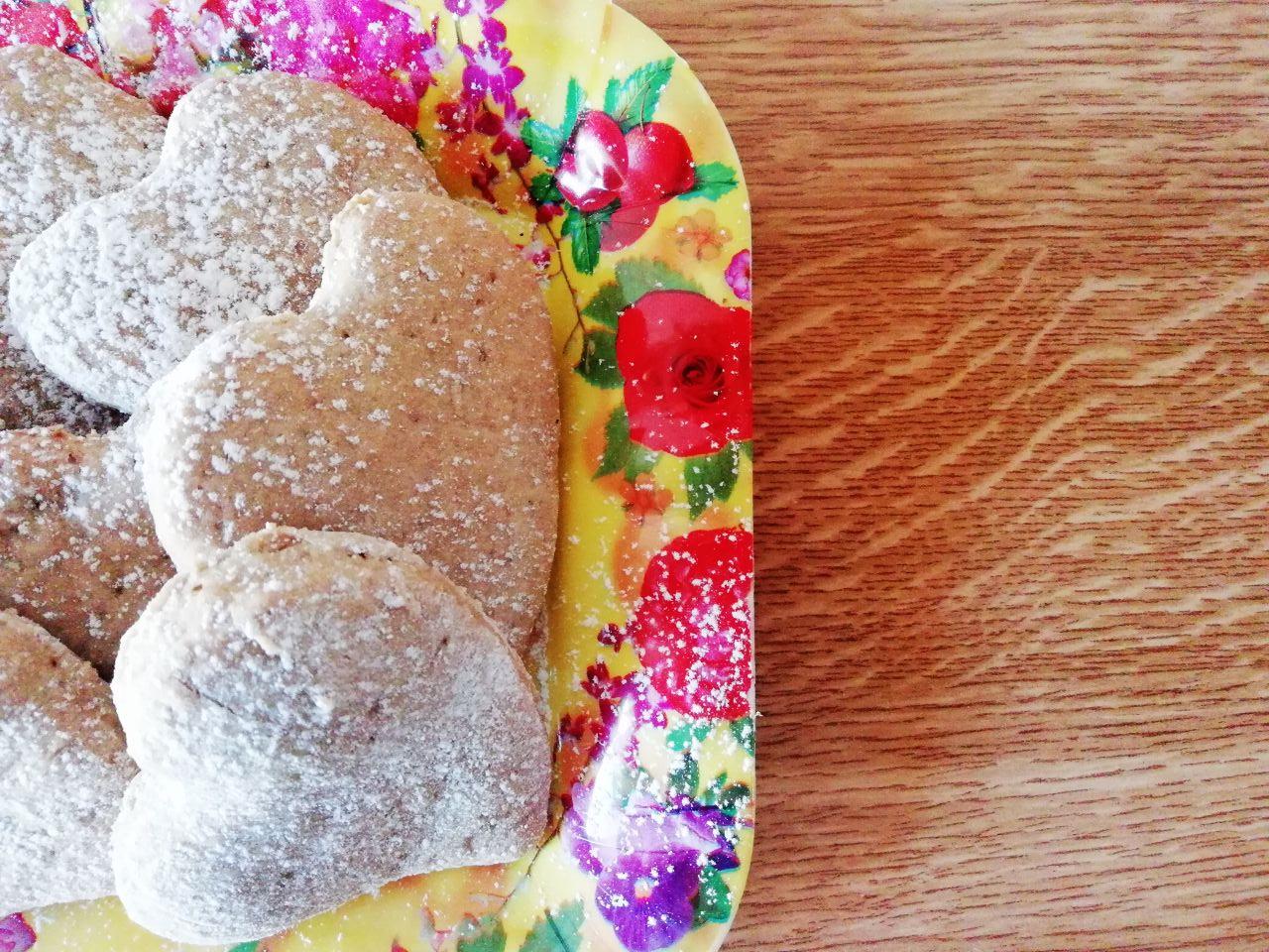 Biscotti senza burro e senza uova: cuoricini al caffè con zucchero di canna!