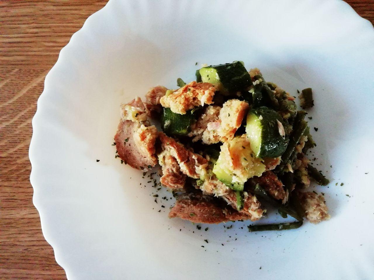 Ricette estive: panzanella con frisella d'orzo, verdure e tonno!