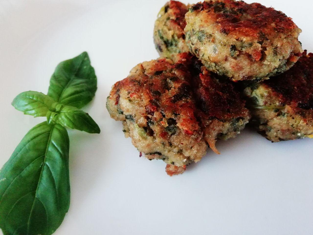 Finger food economici: polpettine di indivia riccia in padella!