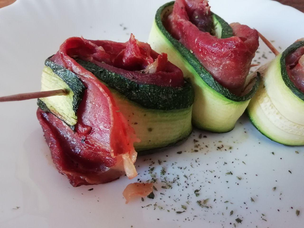 Antipasti facili e veloci: rotolini di zucchine e prosciutto crudo!