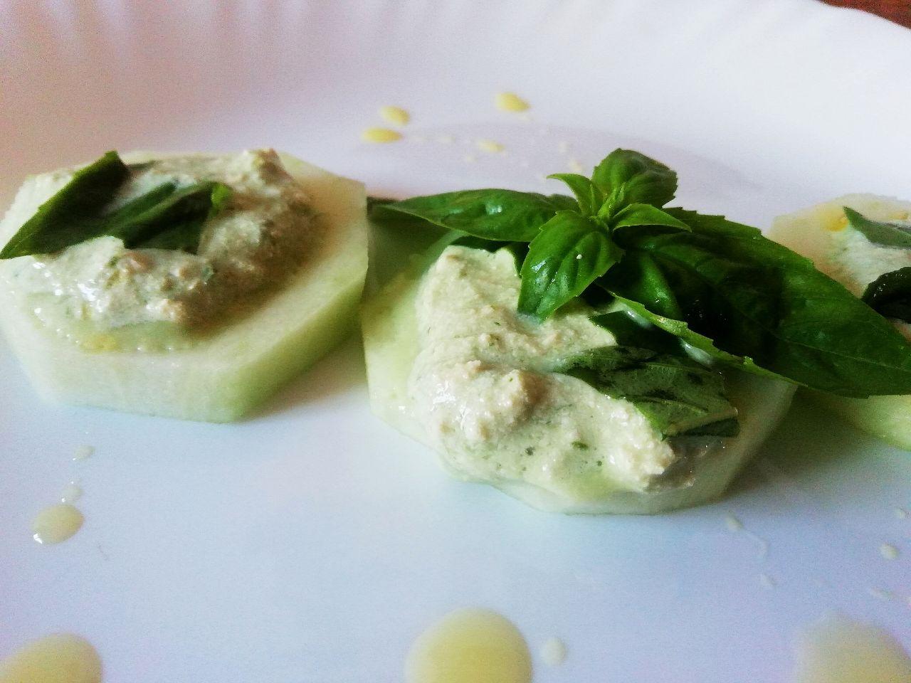 Antipasti vegetariani: crema di tofu al basilico!