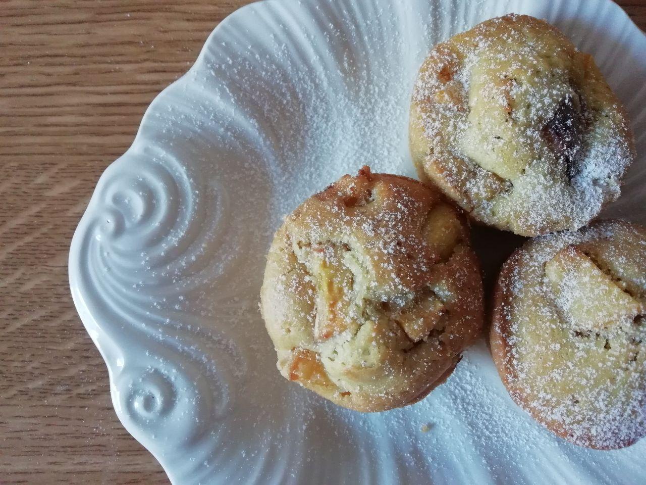 Dolci senza burro e senza lattosio: muffin alle pesche con latte di soia!