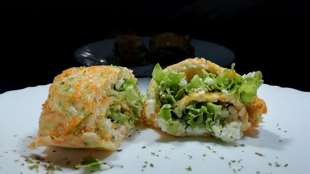 Antipasti semplici ed economici: rotolo di frittata alla verdure ripieno di feta greca e insalata!