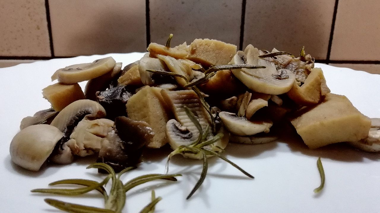 Ricette vegetariane: spezzatino di seitan e funghi champignon!