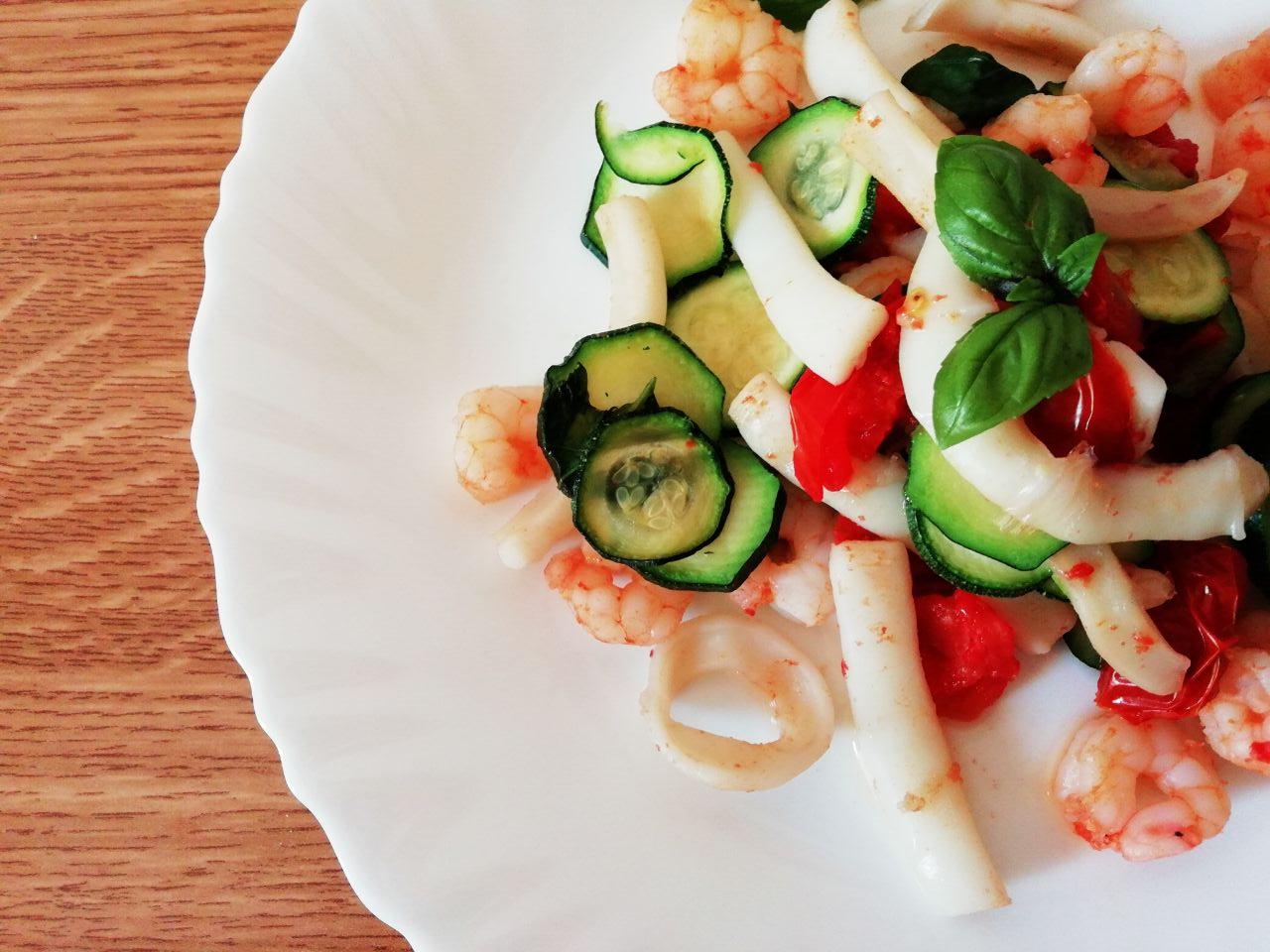 Secondi piatti a base di pesce: totano e gamberetti con zucchine e pomodori al basilico!