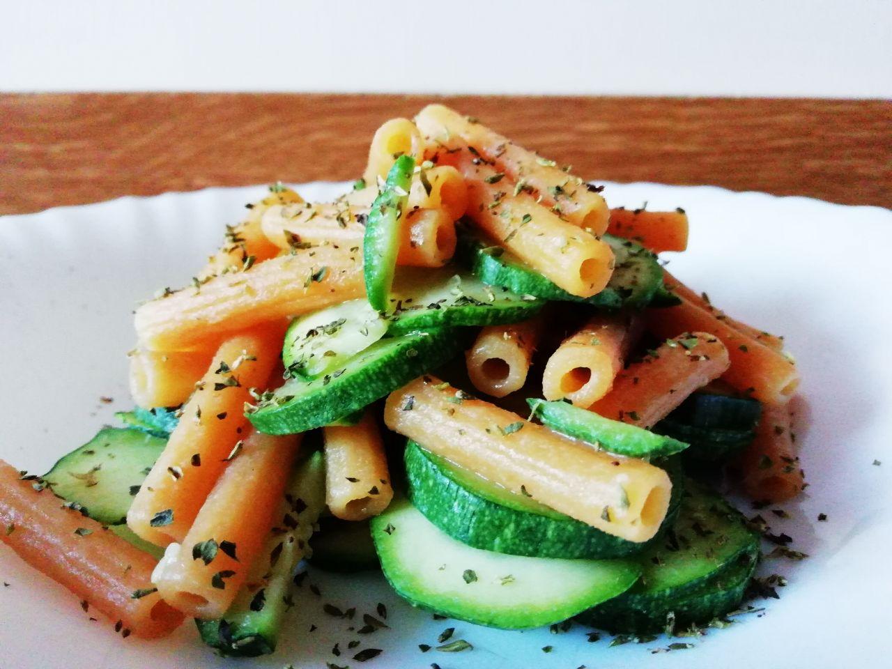 Primi piatti senza glutine: sedanini di lenticchie alle zucchine!