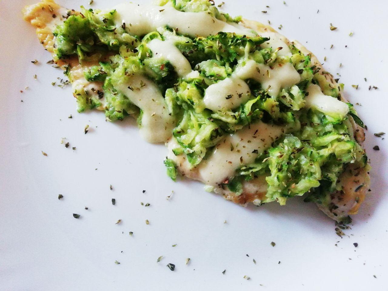 Secondi piatti a base di carne: petto di pollo ruspante in crosta di zucchine al forno!
