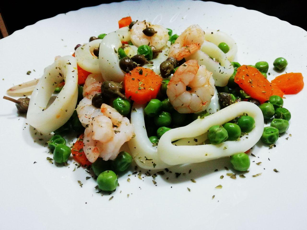 Secondi piatti a base di pesce: totano e gamberetti con piselli e carote!