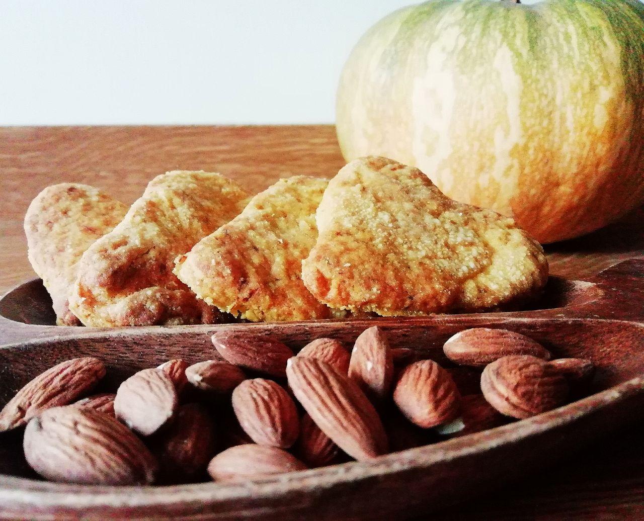 Finger food autunnali: biscotti salati alla zucca, senza burro e senza uova!