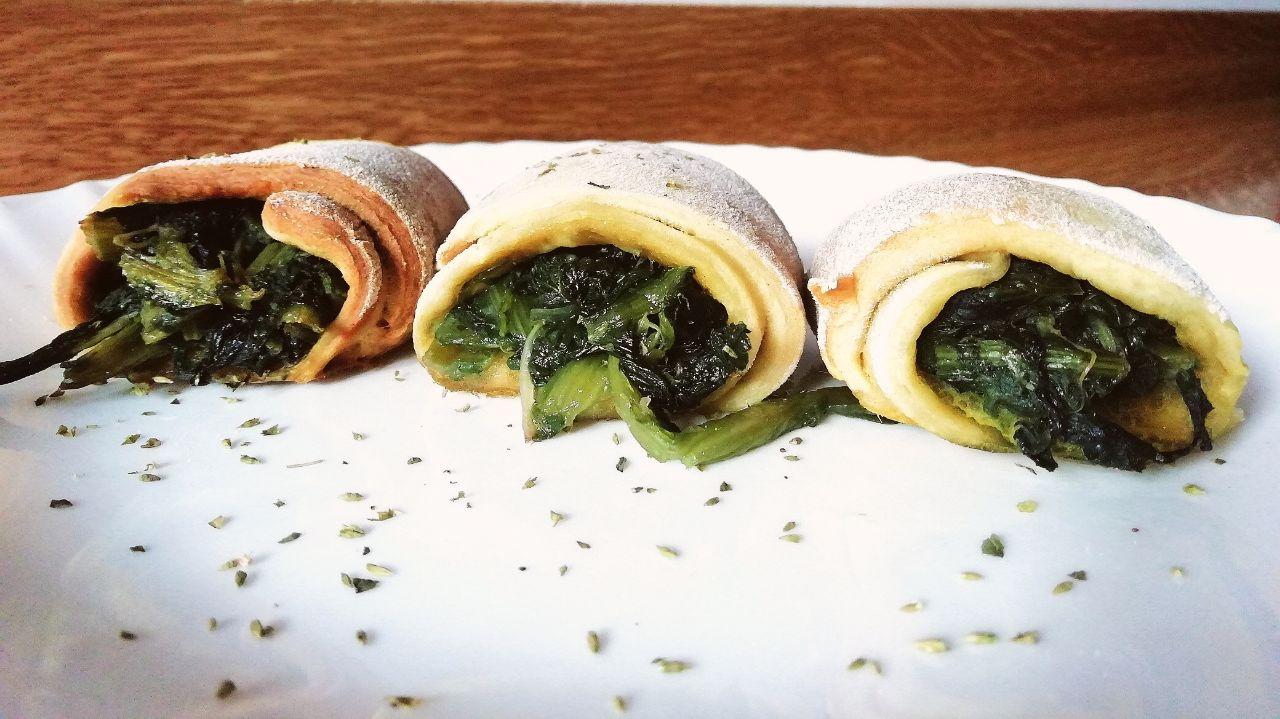 Finger food a base di verdure: girelle ripiene di indivia riccia, senza burro, senza formaggio e senza uova!