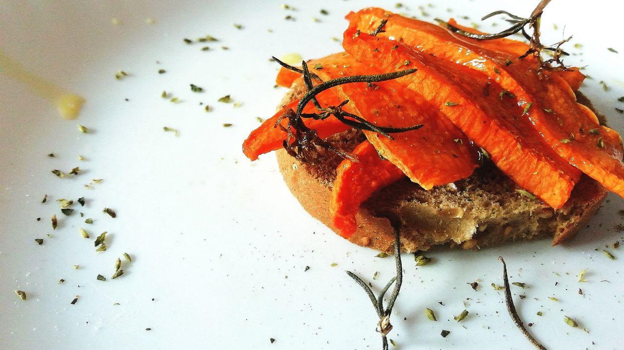 Ricette a base di verdure: chips di zucca al forno al rosmarino!
