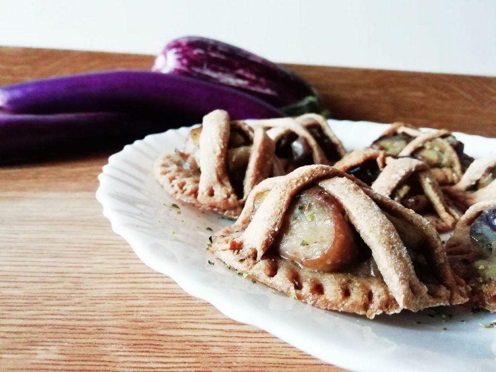 Finger food a base di verdure: crostatine integrali con melanzane perline senza burro senza uova e senza formaggio!